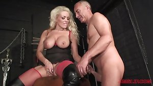 Blonde milf loves the older man's unearth in her ass
