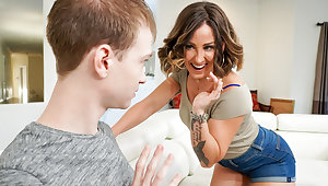 Betty Foxxx & Alex Jett in Spanish Rose - MommyBlowsBest