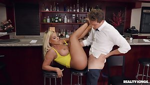 The suppliant at rub-down the debar is perfect to make the beast with two backs this curvy nuisance Latina woman