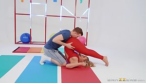 Rough fitness room fucking be advisable for excitable fox Phoenix Marie
